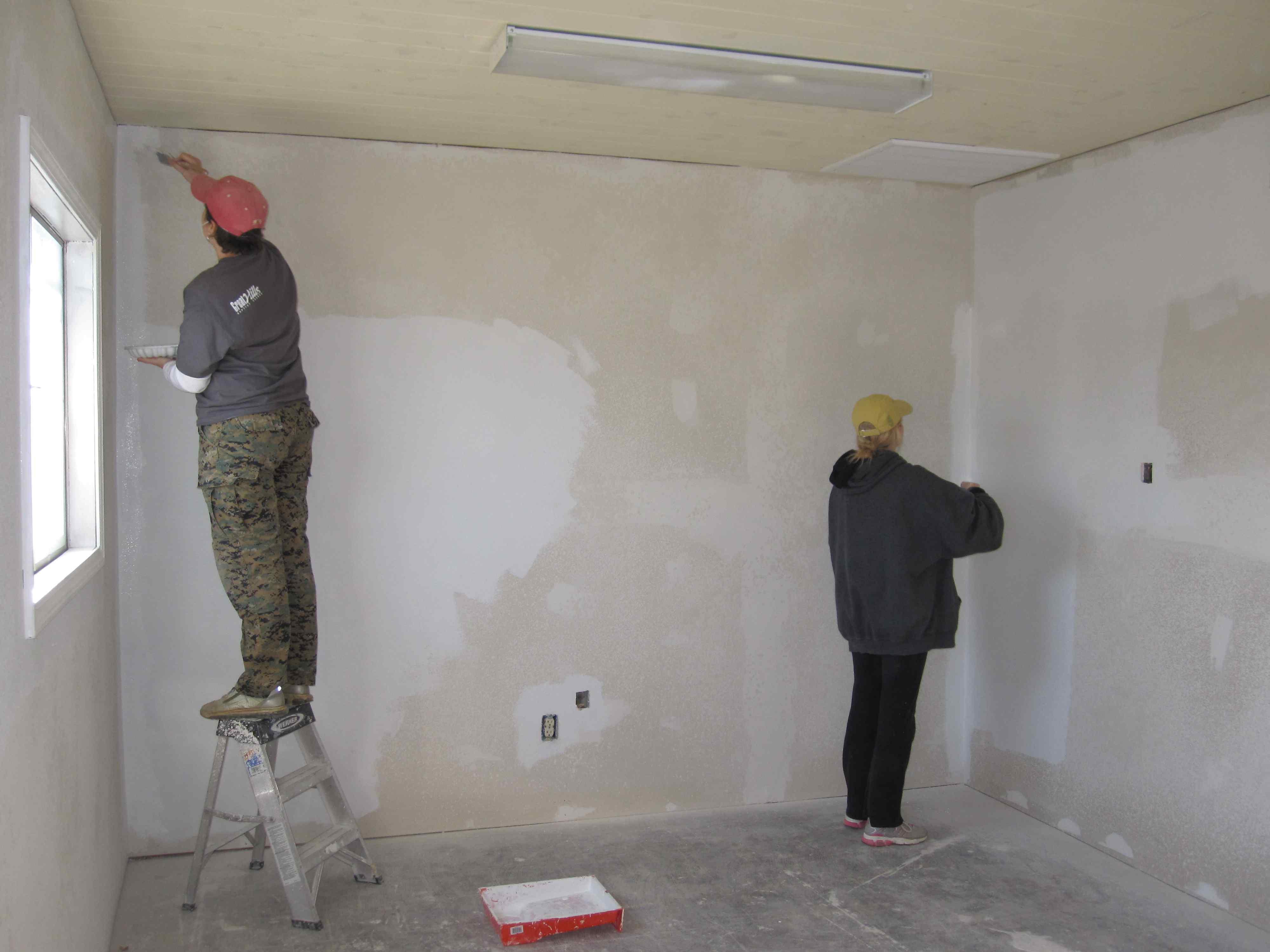 Необходимость грунтовки стен