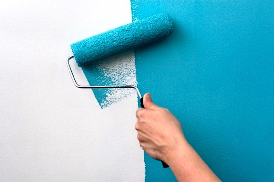 красить стену валиком